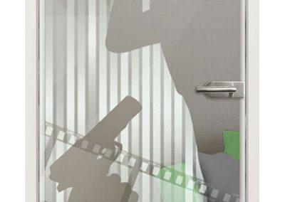 Glastür Lasergravur - Motiv Spy